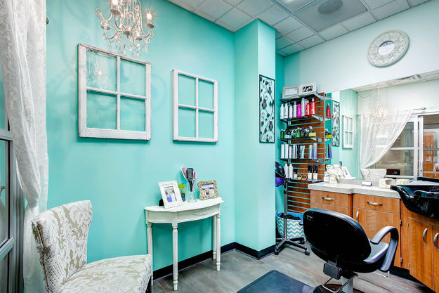 Calm blue single salon suite