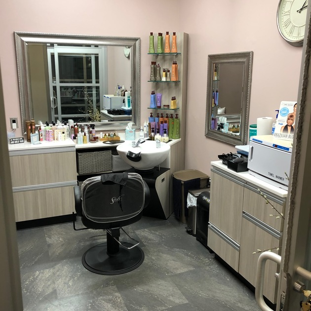 Our new salon studios and salon suites have beautiful spa rooms for estheticians, dermablading, eye lash extensions, eye brow waxing, threading, botox and injectables.