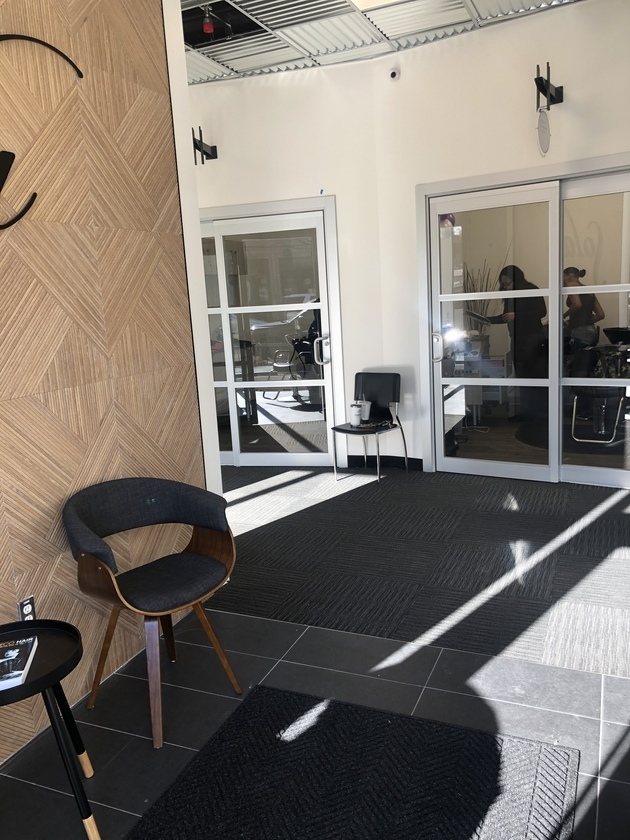 sola salons suites for rent lease room booth chair hair salon bronzeville chicago il