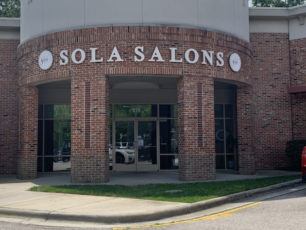 Exterior of Sola Salons at Parkway Commons