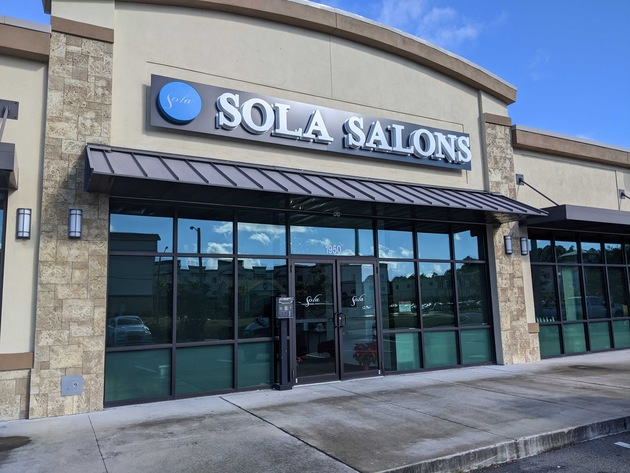 Exterior view of Sola Salons Fleming Island location