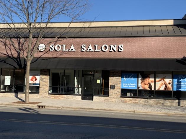 salon suites in downtown Elmhurst for lease/rent.