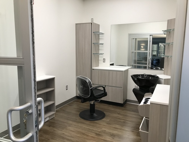 salon suites for rent, salon suites for lease, sola salon suites, Elk Grove Village salon suites, Elk Grove Village salon station chair booth, Elk Grove Village medical office space, Roselle salon suites, Roselle salon station chair booth, Roselle medical office space,
