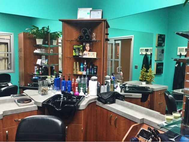 Bright single salon with plenty of counter space to hold a wide range of beauty products